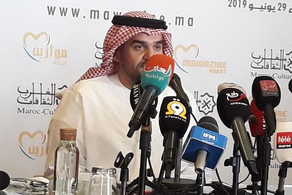 حسين الجسمي يجيب على سؤال صحافية بمقطع من أغنية