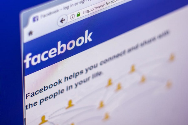 Un romancier à succès quitte Facebook à cause des fake news