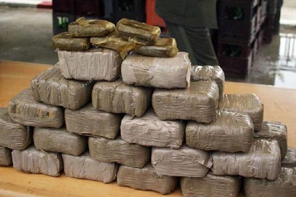 حجز 5 أطنان و820 كلغ من مخدر الشيرا وتوقيف ستة أشخاص على مستوى الشريط الطرقي الدار البيضاء – بوزنيقة