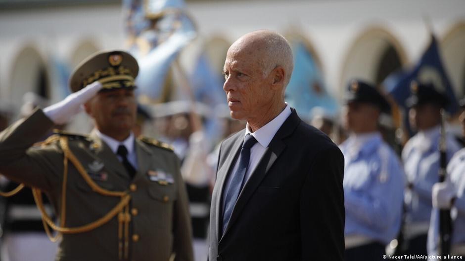 تونس: إيقاف نائب برلماني وإعلامي شبًه الرئيس سعيّد بهتلر